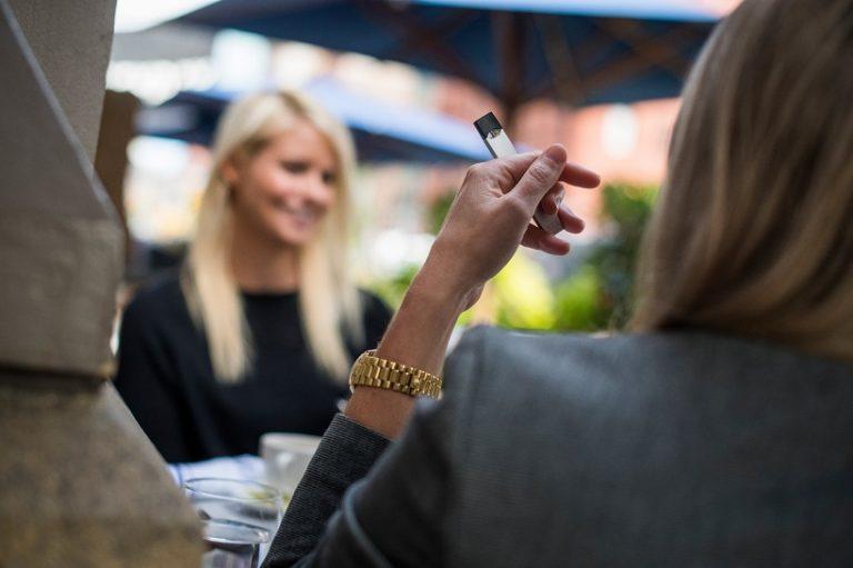 2021年中國電子蒸汽煙銷售市場將超100億成全新的消費時尚潮流